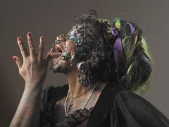 白女人与黑女人人体艺术�_2006年3月,英国男子查理·威尔逊和卡姆·玛在森德兰人体艺术